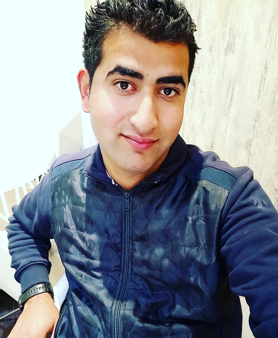 How 24 year old Pampore youth use social media for promoting his Business