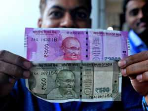 Nepal bans use of Indian notes above Rs 100