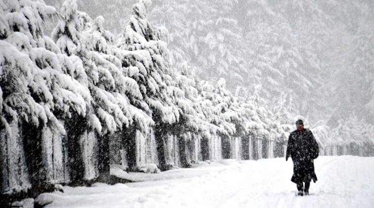 Kashmir Valley braces for heavy snowfall